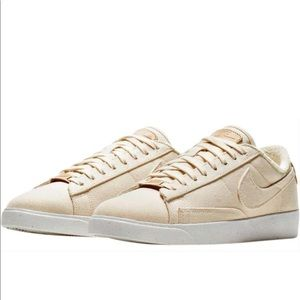 NEW NIKE Plant Color Collection Sneakers